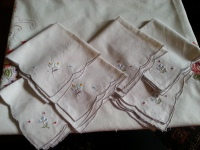 6 embroidered napkins....50c each!
